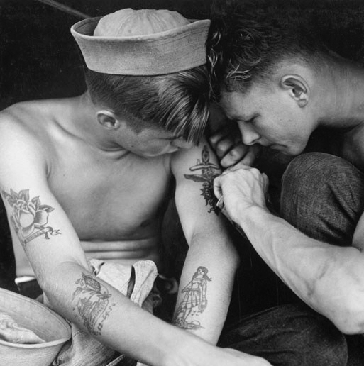 Tattooed_sailor_aboard_the_USS_New_Jersey