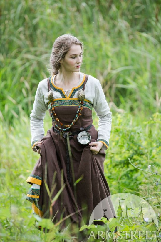 viking-dress-and-apron-ingrid-the-hearthkeeper-16