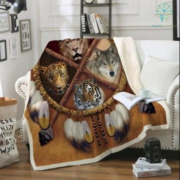 wolf-dreamcatcher-fleece_eea25fb4-988f-b10b-d5ea-76b4bf86599a