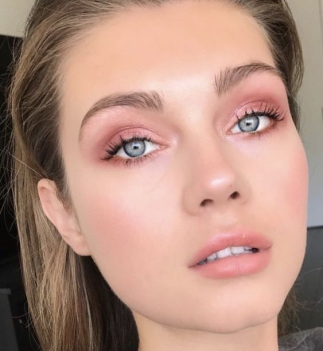 Pink-look.-Pink-natural-makeup