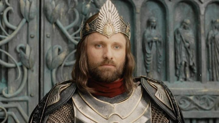 The-crown-of-Aragorn-Viggo-Mortensen-in-The-Lord-of-the-rings-the-Return-of-The-king-Movie