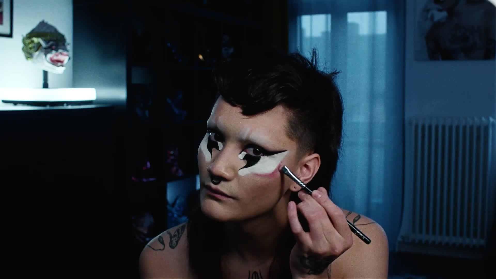vogue_Hungry-Extreme-Beauty-routine-Distorted-Drag