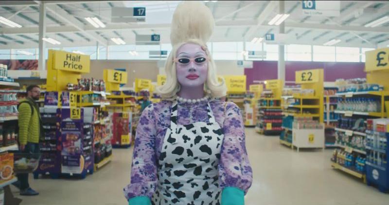 vogue_juno-birch-alien-queen-extreme-beauty-routine-video
